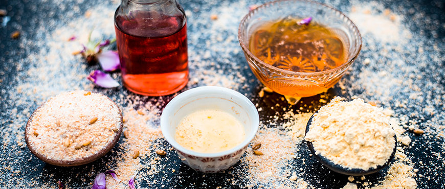 Oats flour and honey face pack: